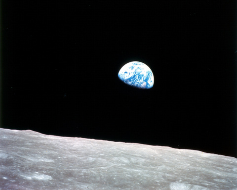 Apollo8_earthrise_4